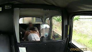 Gorgeous amateur pays sex for taxi fare
