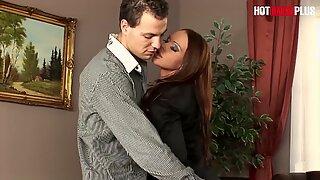 Hotbabesplus - nastolatka sekretarki Christina Bella chce analnego seksu ze swoim szefową