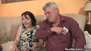 Su inocente ninfa seducida por no abuelitas y papi viejo