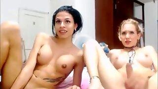 Rubias y transexuales morenas que dan un espectáculo webcam espectacular.