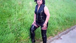 Maduras BBW (Gordas Ricas) Linda en Negros Cuero Mini & Botas