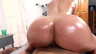 Cuban Pornstar Diamond Kitty Does It Again on Ass Parade! (ap14878)