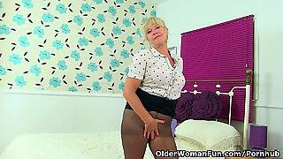 Egyesült Királyság Nagyi Sapphire Louise ad neki fanny flaps egy kezelést