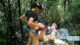 Rellenitas asiático prostitute in calcetines gets fucked a pelo