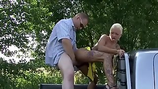 Đức strett mai dâm fucks cũ men ngoài trời vì tiền