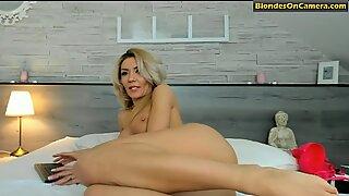Blonde slut rubs her cunt on cam