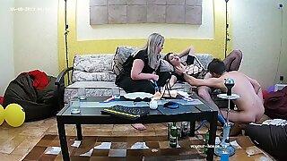 Lesbiana hermanastra toma sexo desagradable trío gay & bbw (gordas ricas) bebes