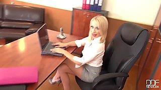 Bosses Pet - Secretary Chessie Kay is the Queen of DeepThroat