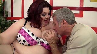 Gordas Bellas obtiene su boca y se llena de una polla grueso