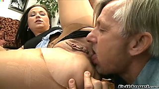 Bootyfull hoe in crotchless pantyhose lets her old lover eat her pussy