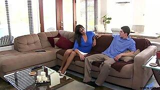 Madre caliente le muestra a su novio como follar