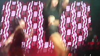 Selena Gomez Sexy Legs!