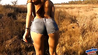 AMAZING BODY BABE OUTDOOR NUDISM! Perfect Ass, Pussy n Tits!