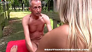 Sexy yogist Linda kisses horny rather flexible old man Paul outdoors