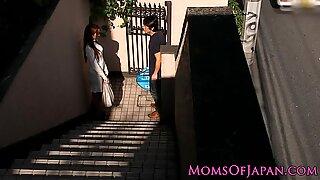 Japán Anyukák csal és Arcbaszás lesz