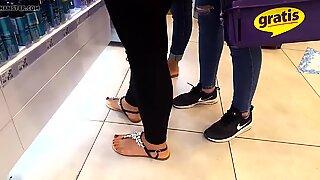Fr's sexy feets pedicured hot red dedos de los pies sandals