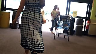 Thick Geeky Pawg Milf Chasing in Kroger