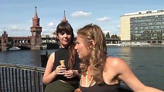 ¡nosotros, turista, muchachas, nos divertimos y filmamos en alemania!
