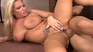 Gordas y puta flexible Rachel Love cabalgada en el suelo