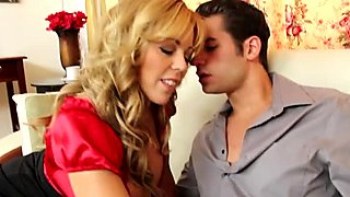 Voracious bitch Amber Lynn Bach gives a head