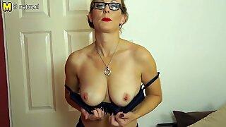 Traviesas Británico Maduras Mujer jugando con su Mojado Coño