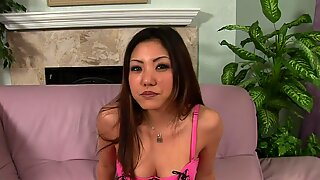 Châu á yêu dấu thích làm hài lòng người đàn ông của mình với quan hệ tình dục.