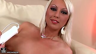 Maravilloso video de la sexy bebes Bianca Golden