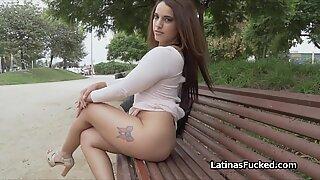 Latina Bebes es Desnudos al aire libre en el interior