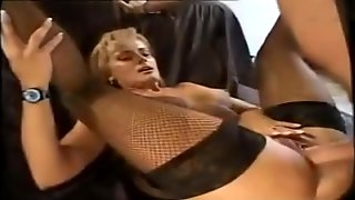 Hot M.I.L.F. Takes It Deep In Her Ass
