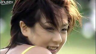 Cuki Tini Aki Hoshino nem Szegyellő, hogy megmutassa a kis testének