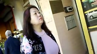 BootyCruise: Chinese MILF Market Crawl