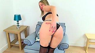 British milf Lelani fucks her gorgeous pussy with a dildo